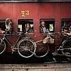 steve mc curry biciclette treno da dacca a peshawar pakistan 1983
