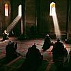steve mc curry uomini che pregano in una moschea islamica sufi srinagar kashmir 1998