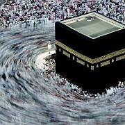 fedeli aggrappati kiswala copertura nera della kaaba mecca arabia saudita 1996