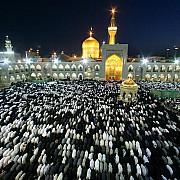 preghiera maghrib cortile tempio imam reza imam musulmani sciiti mashhad iran 2006