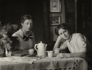 August Sander - Donne di un villaggio 1928