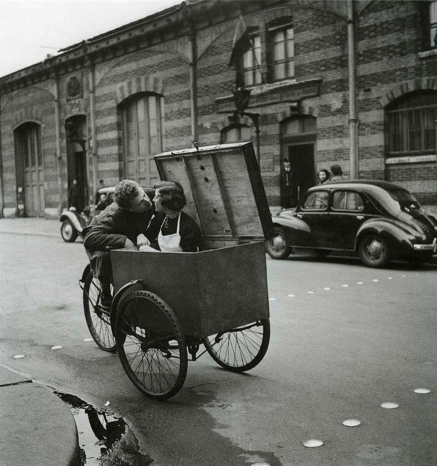 robert doisneau bicicletta con donna in scatola paris grande