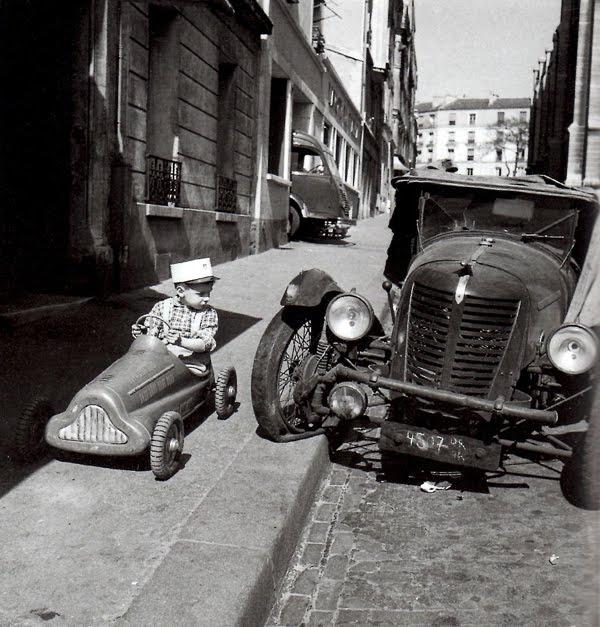 robert doisneau bolides paris 1956