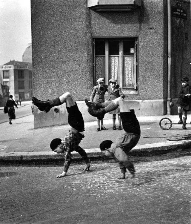 robert doisneau les freres rue du docteur lecene paris 1934 2