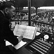 robert doisneau cabine de controle gare saint lazare 1962