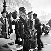 robert doisneau il bacio dell hotel de ville 1950 grande