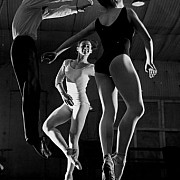 robert doisneau jean babilee en plein vol 1956