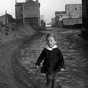 robert doisneau l enfant papillon saint denis 1945