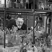 robert doisneau laboratoire de chimie minerale 1943