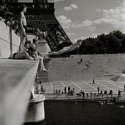robert doisneau le plongeur du pont d iena paris 1945