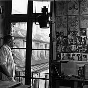 robert doisneau marquetteur a sa fenetre paris 1954