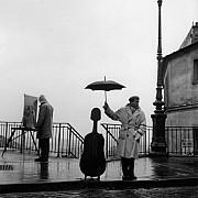 robert doisneau maurice baquet le violoncelle sous la pluie paris 1957 alternativa