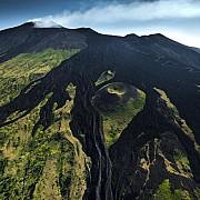 yann arthus bertrand flusso lava versante meridionale vulcano etna vicino ragalna