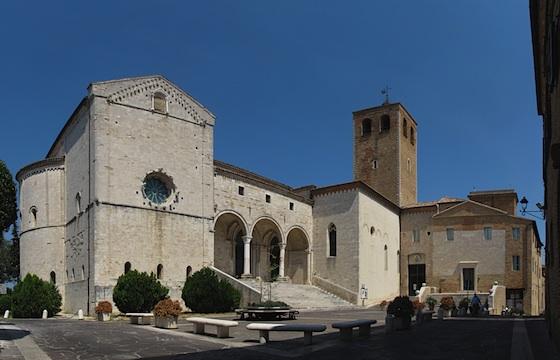 Duomo di Osimo - Immagine combinata ottenuta fondendo 4 scatti fotografici