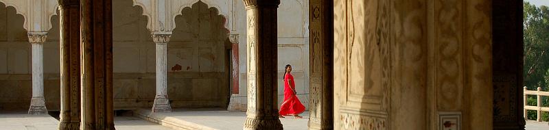 Sari rosso al Forte di Delhi