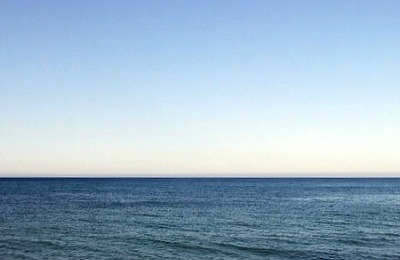 L'orizzonte collocato in basso nel fotogramma lascia che l'occhio spazi per il cielo