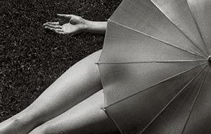Nudo con ombrello parasole