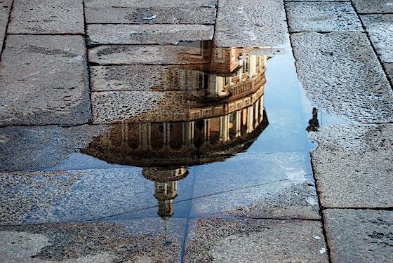 Santa Maria delle Grazie - Milano - riflesso in una pozzanghera