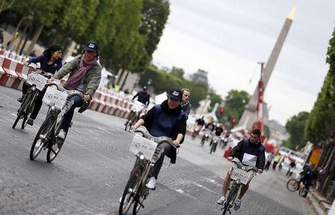 Parigi, via al limite dei 30 all'ora. Diventerà una città per ciclisti.