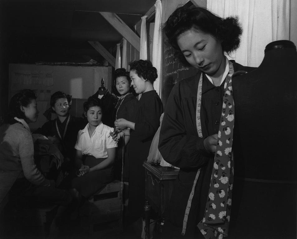 Lezioni di cucito a Manzanar