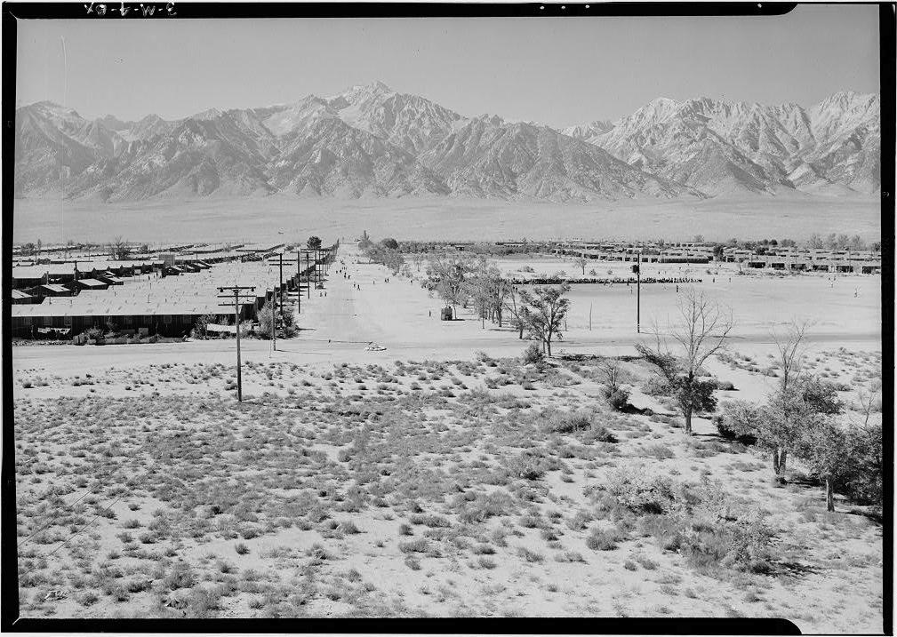 Vista del Campo di Manzanar con la Sierra Nevada sullo sfondo